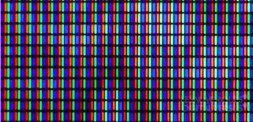 A close up view of an OLED display. Image courtesy of Les Numeriques.