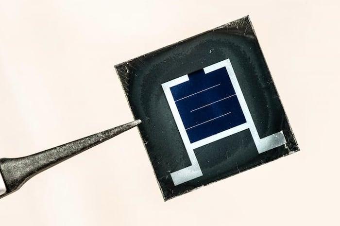 A silicon-perovskite solar cell