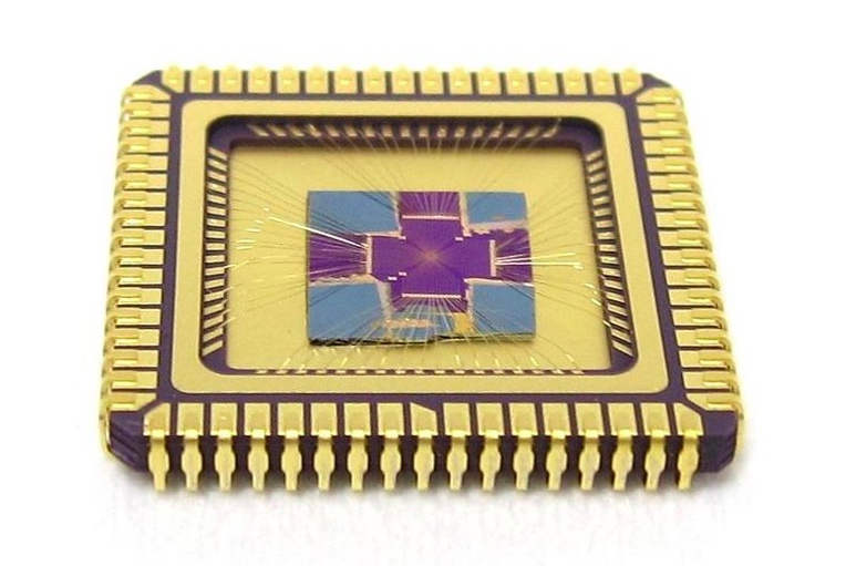 The chip researchers used (center) connected to a frame.