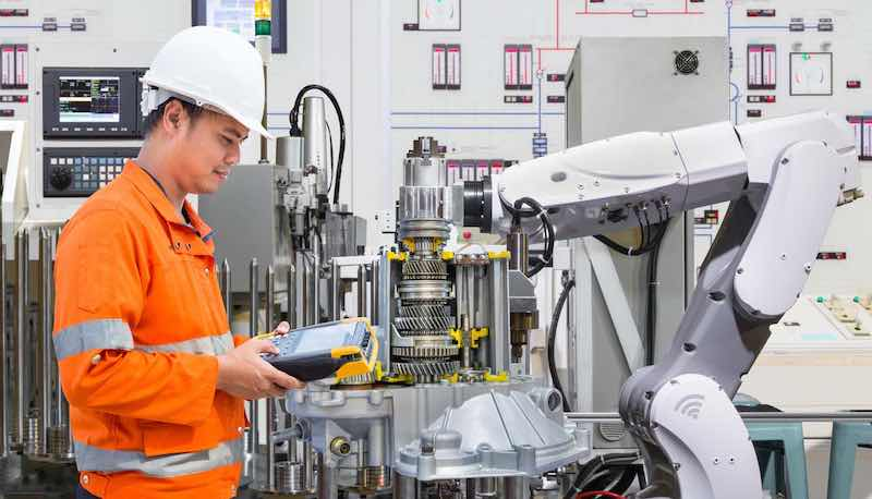 An engineer working with a cobot.