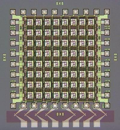 Integrated memristive neural network