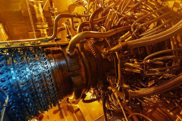 Offshore Oil Platforms Use a Gas Turbine Engine
