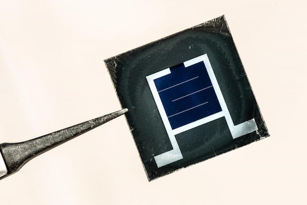 Perovskite/silicon solar cells.