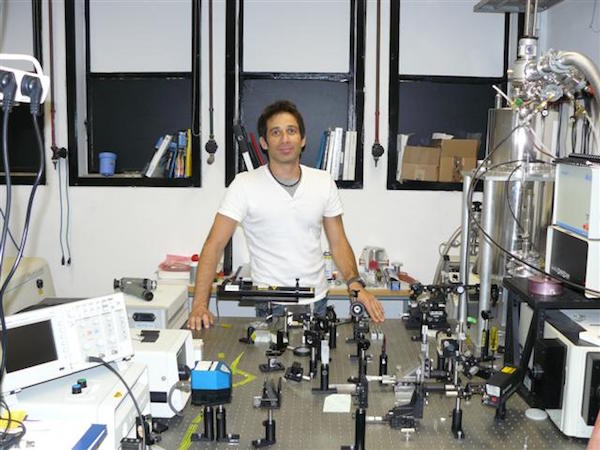 Ronen Rapaport in his lab