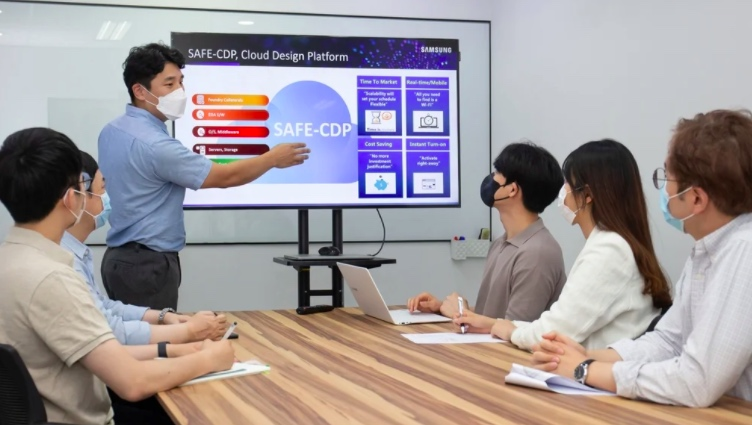 Samsung employee giving a presentation on the new cloud-based platform