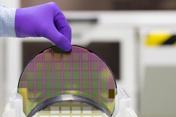 Silicon wafer with semiconductors in plastic