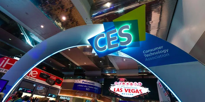 Visitors mingle with presenters at CES