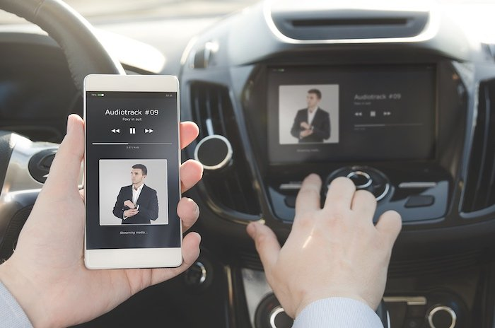 Wireless connectivity in vehicle