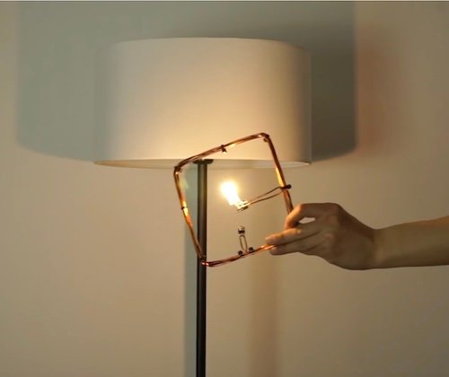 An example of how the room uses the magnetic fields with a loop-coupled light source.