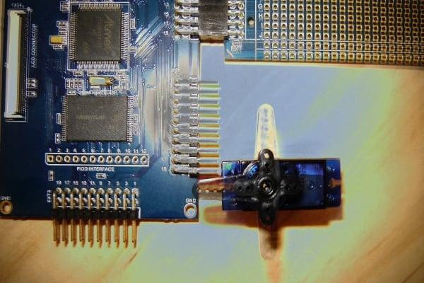 Servo Control via USB with the SAM4S Xplained Pro
